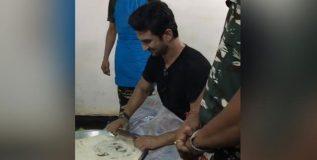 चक्क चपात्या बनवत आहे सुशांत सिंह राजपूत