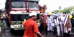 वारकऱ्यांसाठी ट्रॅफिक हवालदाराच्या भूमिकेत शिरले आदेश बांदेकर