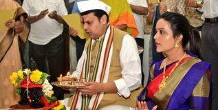 'वर्षा' निवासस्थानी फडणवीस यांची सपत्नीक विठ्ठल पूजा
