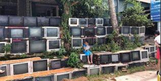 चक्क जुन्या टीव्ही सेट्सनी बनल्या आहेत या घराच्या भिंती