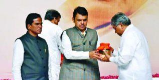 राजकारणातील महानायक वाजपेयींचे स्मारक मुंबईत उभारणार –  देवेंद्र फडणवीस