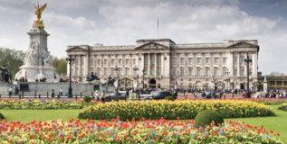 असे आहे ब्रिटनच्या राणी एलिझाबेथचे बकिंगहॅम पॅलेस