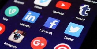 तणावाच्या काळात इंटरनेट सुरू, पण सोशल मिडियावर बंदी ?