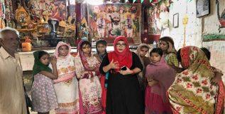 पाकिस्तानातील ही मुस्लीम शिक्षिका मंदिरात देते धर्मनिरपेक्षतेचे धडे