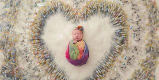 व्हायरल झाला एका लहान बाळाचा ७० हजार इंजेक्शनच्या सुयांसोबतचा फोटो