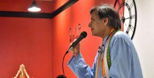 सध्याच्या अनिश्चिततेच्या काळात हिंदू धर्म हाच आदर्श धर्म – थरूर