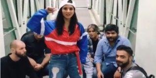 व्हिडिओ : अचानक विमानतळावर थिरकू लागली सनी लिओन