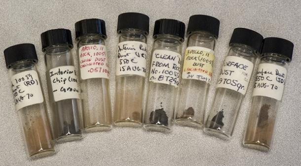 नील आर्मस्ट्राग यांनी आणलेले चांद्रमातीचे नमुने गोदामात सापडले