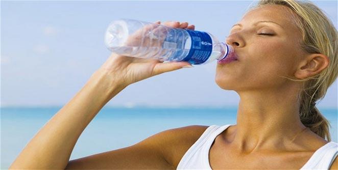 दिवसभरात पाणी प्यावे तरी किती?