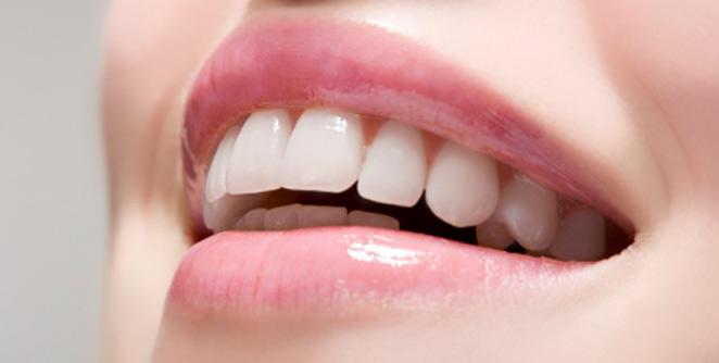 शुभ्र दंतपंक्तीपासून सावध