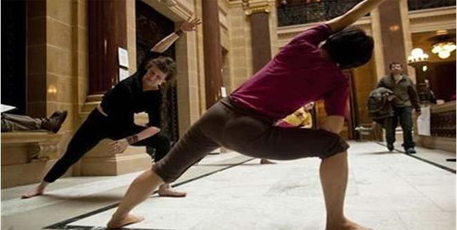 उझबेकिस्तानात नागरिकांना योगाचा ध्यास
